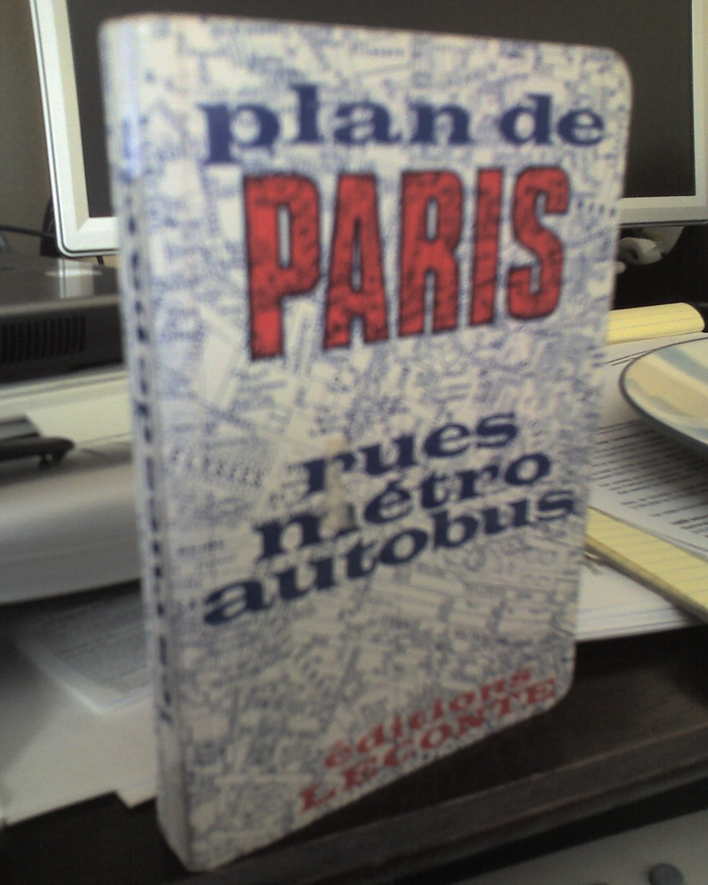 Guide to paris streets and public transport.